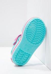 Crocs - CROCBANDKIDS - Pool slides - pool/candy pink - 4