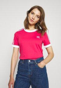 adidas Originals - Print T-shirt - power pink/white - 0