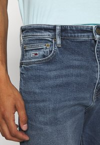 Tommy Jeans - DAD - Straight leg jeans - barton mid blue comfort - 3