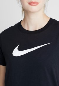 Nike Performance - DRY TEE CREW - T-shirt imprimé - black/white - 4