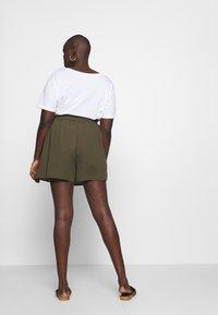 Dorothy Perkins Curve - TIE WAIST - Shorts - khaki - 2