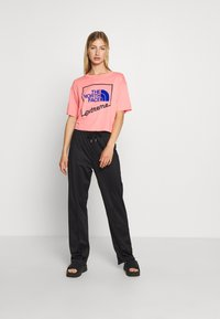 The North Face - EXTREME CROP TEE - Print T-shirt - miami pink - 1