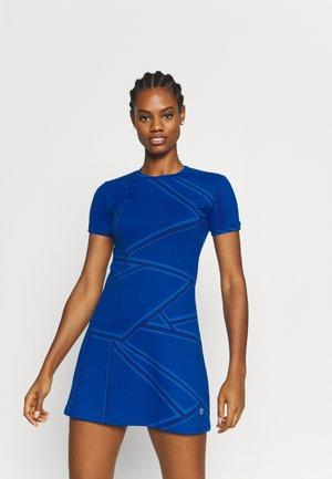 BROKEN WINDOW PANE RINGER DRESS - Robe de sport - electric blue