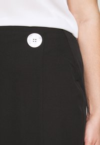 CAPSULE by Simply Be - BUTTON DOWN PENCIL SKIRT - Pencil skirt - black - 4
