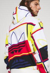 adidas Originals - LOGO PLAY UNISEX - Sudadera - white - 3