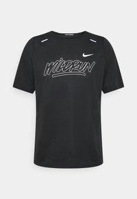 Nike Performance - RISE - Print T-shirt - black/sail - 4