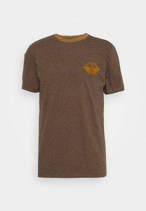 LOGO TEE - Print T-shirt - dark ginger/desert honey