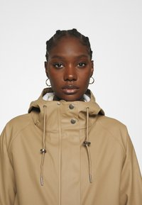 Modström - LAURYN JACKET - Impermeable - canyon clay - 4