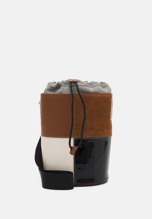 LIPARI BUCKET BAG - Across body bag - cognac/pergamena/nero