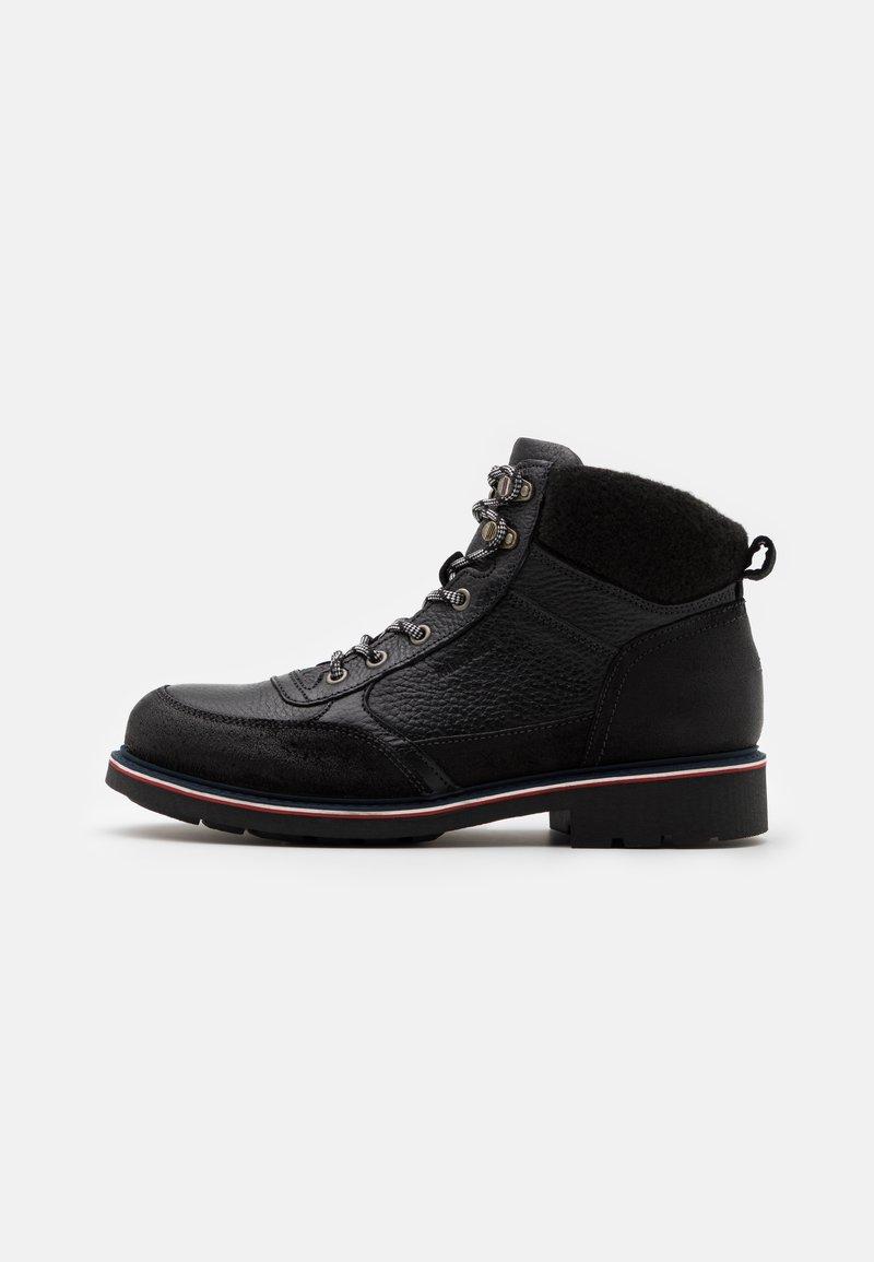Tommy Hilfiger - CHECK LINING BOOT - Šněrovací kotníkové boty - black