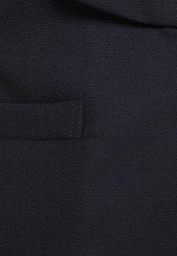 Victoria Beckham - EXCLUSIVE TUXEDO WAISTCOAT - Waistcoat - dark navy - 2