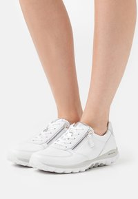 Gabor Comfort - ROLLING SOFT - Sneakers laag - weiß/silber - 0