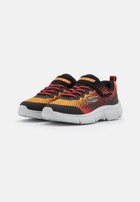 Skechers Performance - GO RUN 650 NORVO UNISEX - Neutrální běžecké boty - black/red/orange - 1