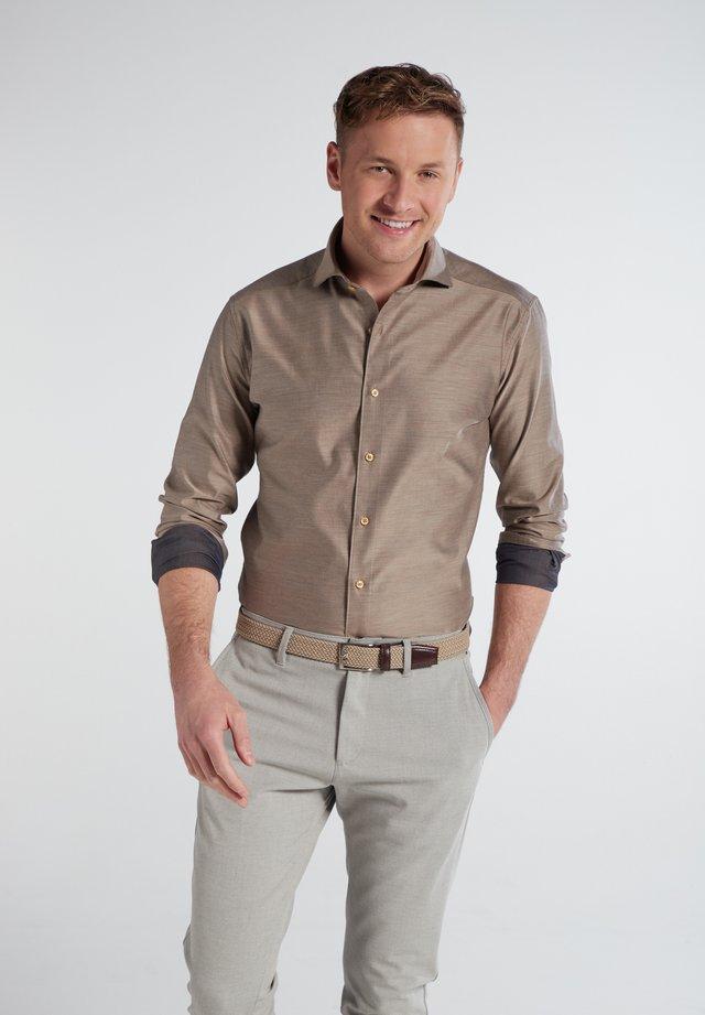 SLIM FIT - Overhemd - braun