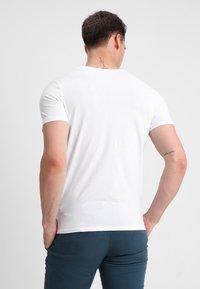 Selected Homme - SLHLUKE O-NECK TEE - T-shirt - bas - bright white - 2