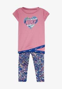 Nike Sportswear - SPORT TUNIC REGRIND SET BABY - Leggings - Trousers - hyper blue - 3