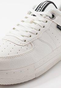 Jack & Jones Junior - JRMAVERICK  - Sneakersy niskie - white - 2