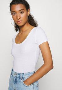 Hollister Co. - BODYSUIT BASIC 2 PACK - Basic T-shirt - black/white - 3