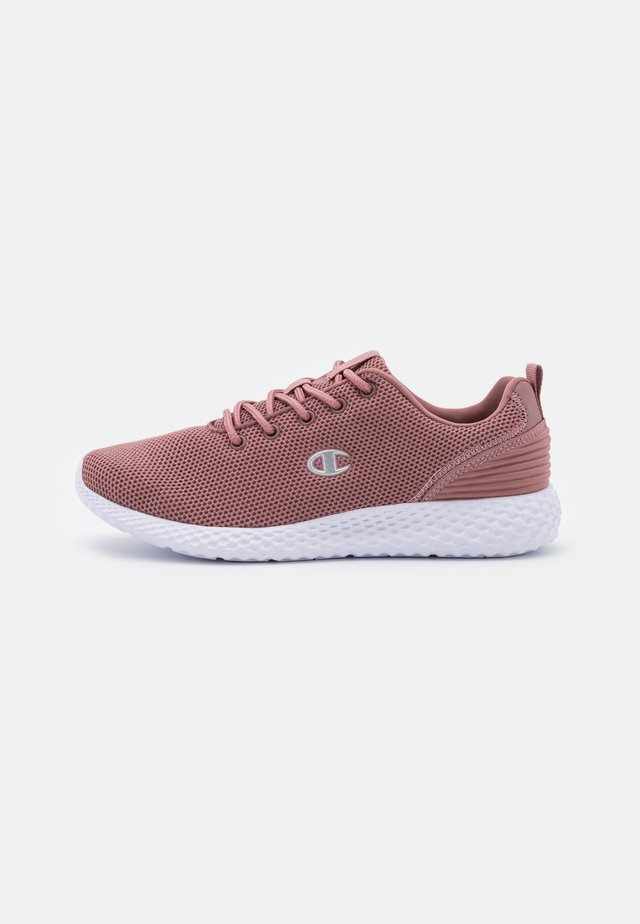 LOW CUT SHOE SPRINT WINTERIZED - Neutral running shoes - berry