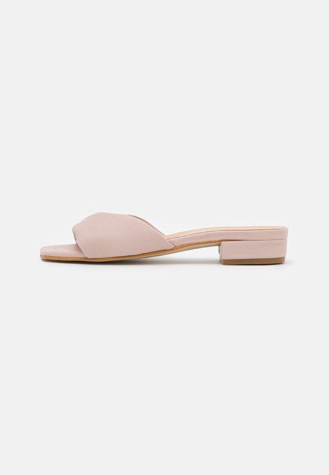 Mules - light pink