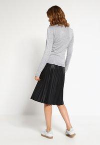 Vero Moda - VMGLORY VIPE - Sweter - light grey melange - 2