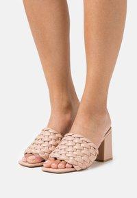 Missguided - Pantofle na podpatku - nude - 0