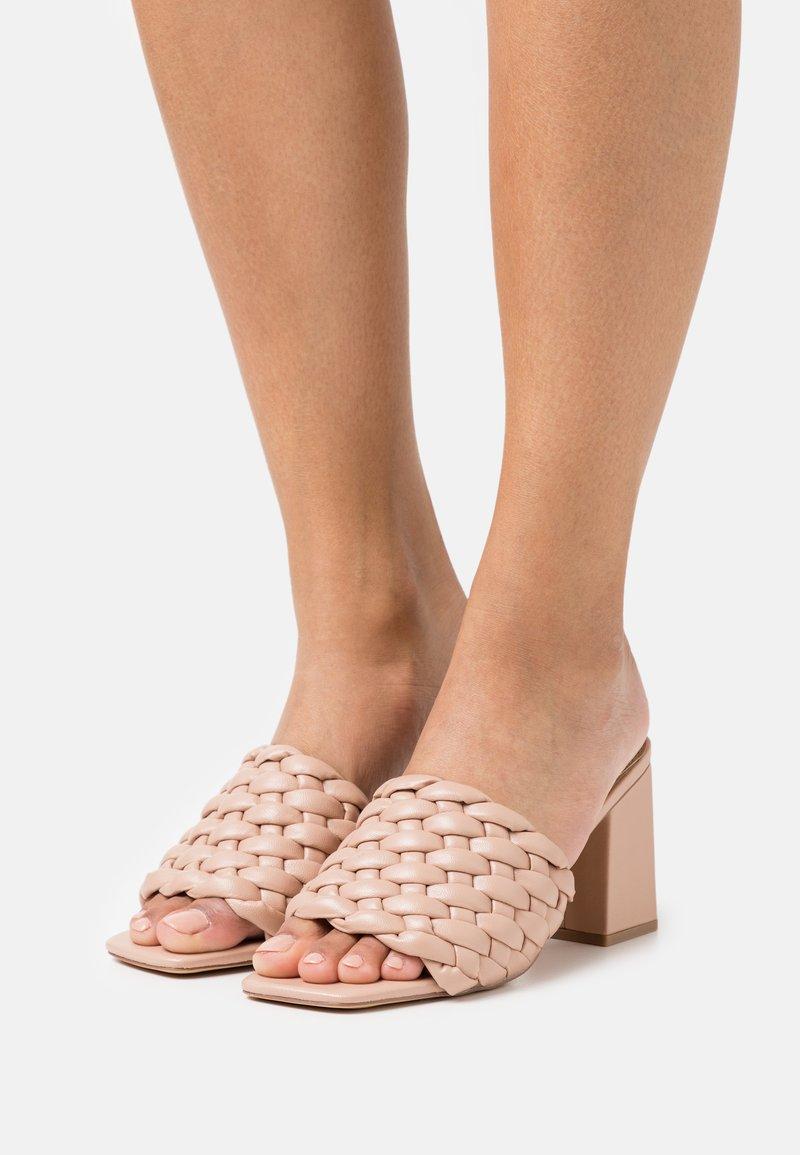 Missguided - Pantofle na podpatku - nude