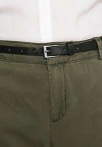 Vero Moda - VMFLASH BELT COLOR PANT - Trousers - ivy green - 3