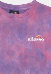 Ellesse - DEANI - Print T-shirt - pink/purple - 2
