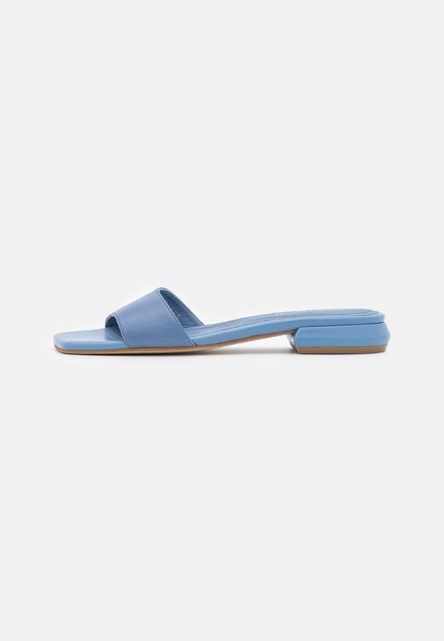 Sandaler - savana cielo
