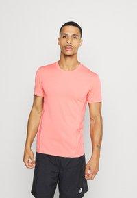 adidas Performance - AEROREADY TRAINING SLIM SHORT SLEEVE TEE - Print T-shirt - coralle - 0