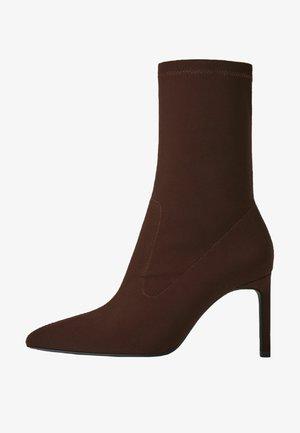 STRETCH  - Korte laarzen - dark brown
