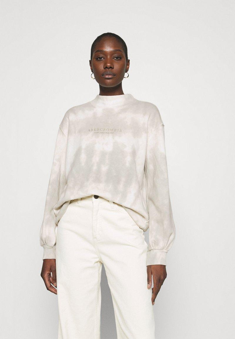 Abercrombie & Fitch - SEASONAL LOGO MOCK NECK CREW PATTERN - Sweatshirt - grey marble