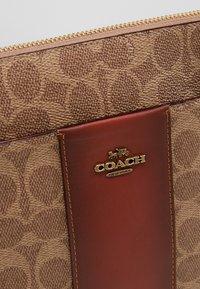 Coach - MESSENGER CROSSBODY SIGNATURE - Across body bag - tan rust - 6