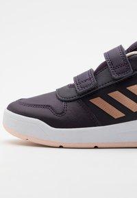 adidas Performance - TENSAUR UNISEX - Chaussures d'entraînement et de fitness - noble purple/copprt metallic/pink tint - 5