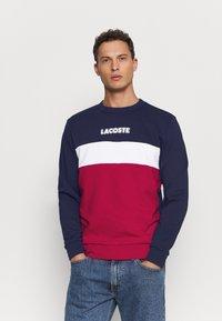 Lacoste - Sweatshirt - marine/rouge - 0