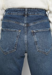 New Look Petite - BUSTED MOM LUCIOUS - Relaxed fit jeans - blue - 4