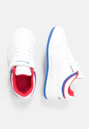 LOW CUT SHOE REBOUND UNISEX - Zapatillas de baloncesto - white/red