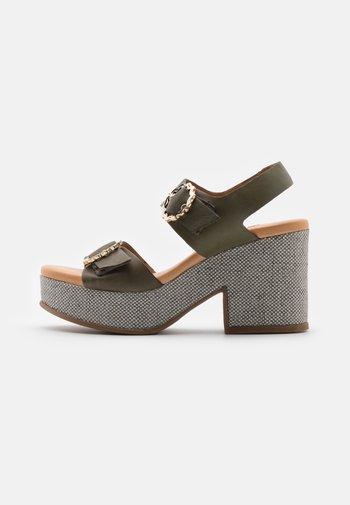 Sandały na platformie - natur/kaki