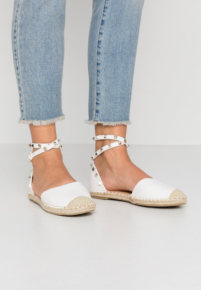 WIDE FIT CASPER - Espadrillot - white tumbled