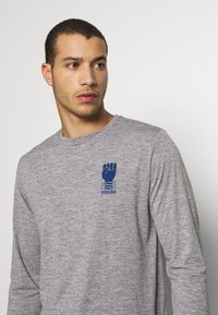 Patagonia - COOL DAILY GRAPHIC - T-shirt à manches longues - feather grey - 3