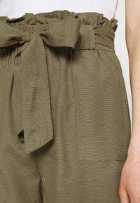 ONLY - ONLSMILLA VIVA LIFE LONG BELT  - Shorts - covert green - 4