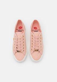 Mexx - ELKE - Sneakers laag - old pink - 5