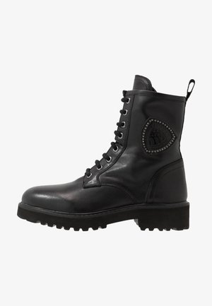 IRVINE - Botines con cordones - black