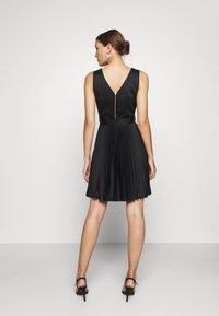 Closet - V-NECK PLEATED DRESS - Cocktail dress / Party dress - black - 2