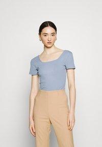 Glamorous - SQUARE NECK BODY 2 PACK - Basic T-shirt - white/baby blue - 3