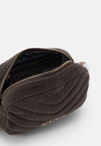 Valentino Bags - CARILLON - Bum bag - grigio - 2