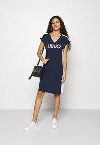 Liu Jo Jeans - ABITO - Sukienka z dżerseju - blu navy - 1