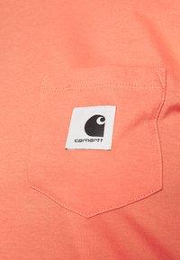 Carhartt WIP - POCKET - Print T-shirt - shrimp - 5