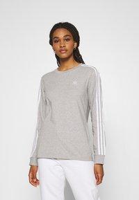 adidas Originals - 3-STRIPES ADICOLOR - Long sleeved top - medium grey heather - 0